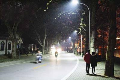led节能路灯照亮武汉东湖南路